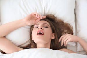 オーガズムに達する女性